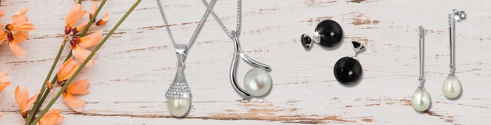Perlenketten und Perlenohrringe als Schmucktrend